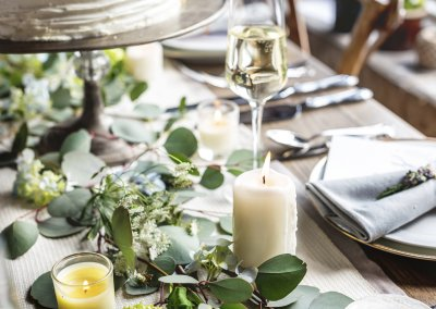 Elegant Restaurant Table Setting Service for Reception